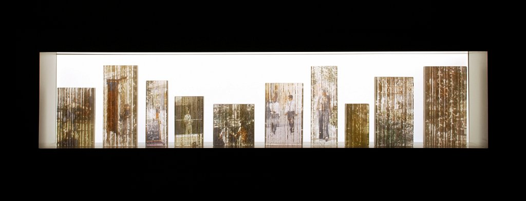 Vision for Living: 10 pieces of fused glass with ceramic transfers, LED-lit melamine display case, 40x130cm